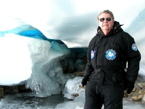 Хувер во время экспедиции в Антарктиду
