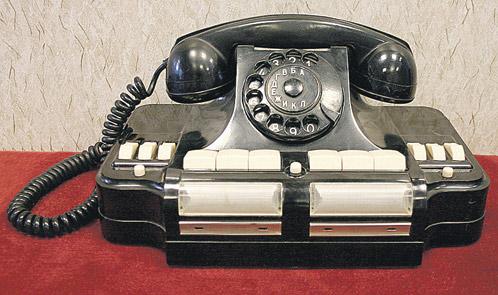 Подняв трубку этого телефонного аппарата, Власик в любое время мог связаться со Сталиным.