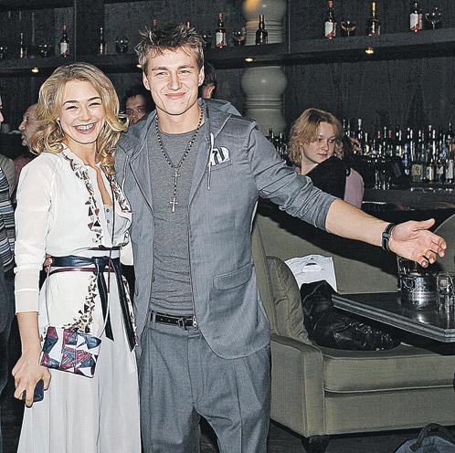 В последнее время Лешу всюду сопровождает актриса Оксана Акиньшина.