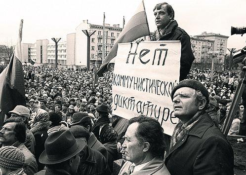 Референдум о сохранении СССР проходил на фоне масштабных демонстраций  с требованиями демократии и суверенитета.  Многие до сих пор не понимают - свободы от чего они тогда требовали.