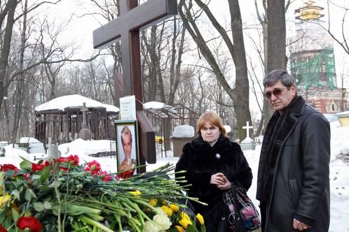 На похороны собрались друзья семьи и коллеги Славы по футбольному цеху