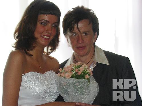 19 августа 2005 года, 53-летний певец женился на 19-летней брянской девушке Нелли Власовой