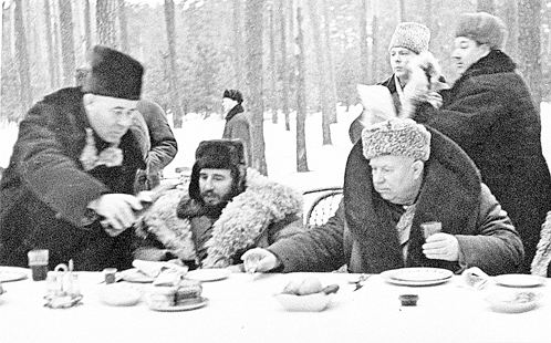 Николай Подгорный, Фидель Кастро, Никита Хрущев. (Январь 1964 года. Залесье.)