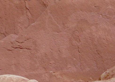 Попробуйте разглядеть здесь рисунок динозавра. Или двух змей?