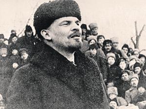 Не обладая яркой внешностью и даже ораторским талантом, Ленин сумел повести за собой доверчивый, малограмотный народ...