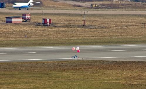 В Пулково приземлился велосипед запущенный ВелоПитером на открытии сезона 2011 404703
