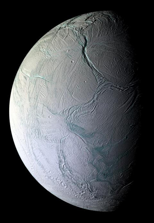 Энцелад покрыт льдом