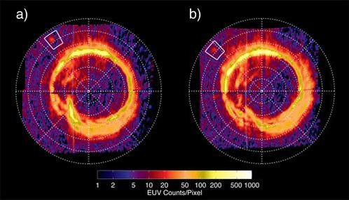 Огненное кольцо на Сатурне, снятое с промежутком в 80 минут. В квадратике авроральный след Энцелада. Конфигурация кольца меняется по мере перемещения следа