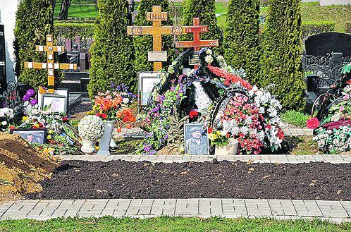 на Троекуровском кладбище,