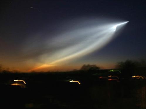 Полет НЛО, который оказался ракетой.
