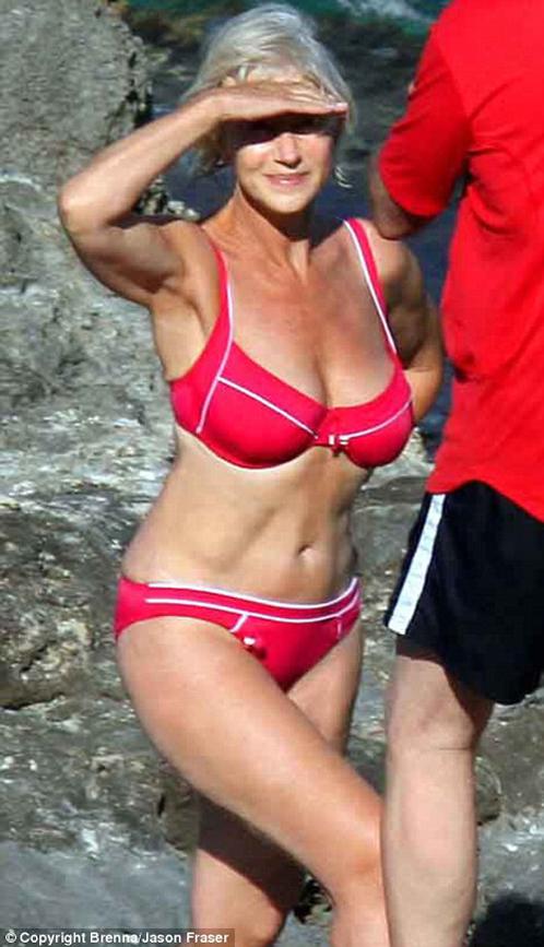 Это фото Хелен Миррен было сделано, когда актрисе исполнилось 63. Сейчас ей 65, и она пошла еще дальше: в одном из своих последних фильмов снялась обнажённой в ванне! Фото: Daily Mail.