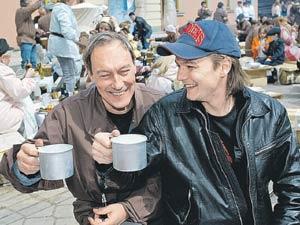 Олег Янковский с сыном Филиппом, ставшим кинорежиссером. Главное, что он оставил сыну, - светлые воспоминания о себе...