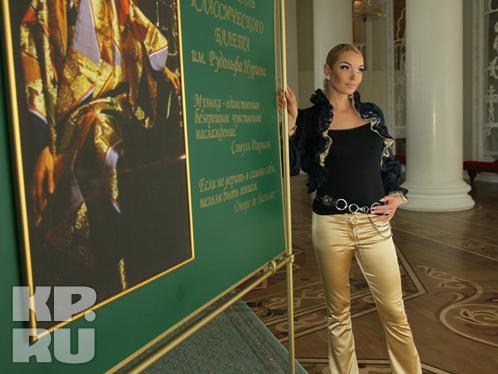 Анастасия побывала на выставке, посвященной Рудольфу Нуриеву