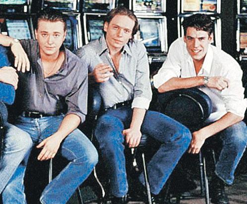 Три «бригадных» друга (слева направо) - Белый (Безруков), Пчёла (Майков), Космос (Дюжев).