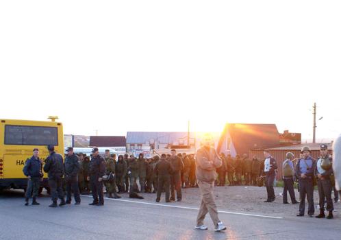 На ближаейшем в Пугачево посту ГАИ мобилизуются срочные отряды.