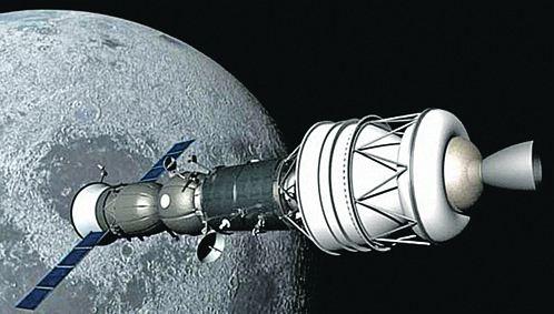 Для того чтобы «Союз» с экипажем долетел до Луны, к  нему нужно пристыковать внушительный разгонный блок.
