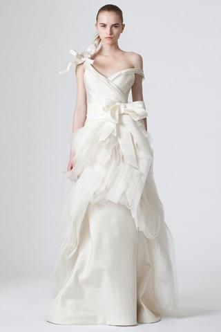 Невеста Андрея Малахова надела свадебное платье от Веры Вонг.