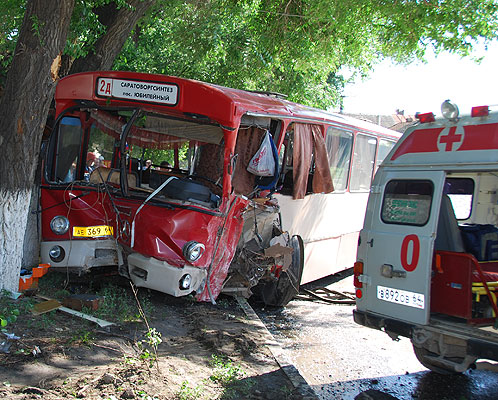 """Камаз"" протаранил автобус."