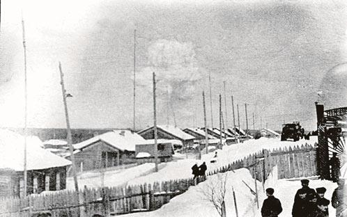 23 марта 1971 года. Один из жителей поселка Чусовской с расстояния в 30 километров снял первую серию атомных взрывов.