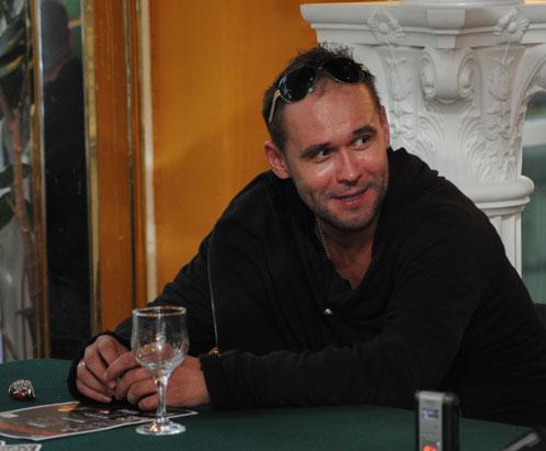 Максим Аверин с удовольствием общался Иркутске с  журналистами.