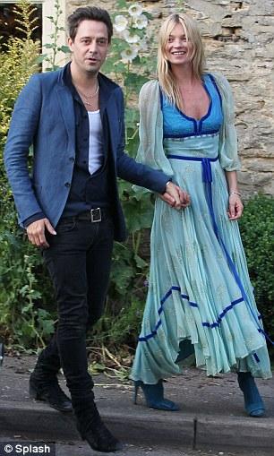 Кейт Мосс на репетиции свадебной церемонии,30 июня. spletnik...