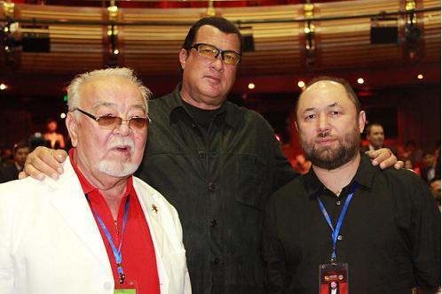 Асанали Ашимов, Стивен Сигал и Тимур Бекмамбетов.