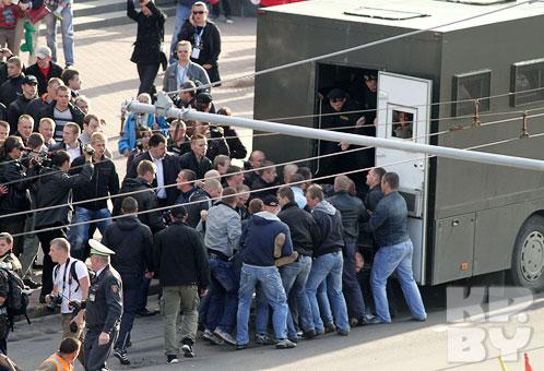 Во время молчаливой акции 3 июля в Беларуси задержали около 400 человек