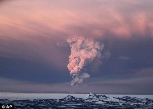 Вулкан Гримсвотн в мае этого года тоже «дал пеплу».