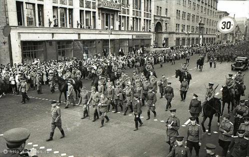 Во главе колонны шли немецкие генералы