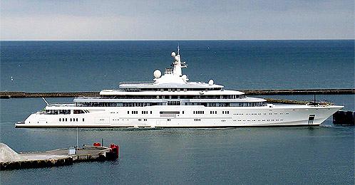 Содержание судна обходится Абрамовичу в 50 миллионов фунтов в год.
