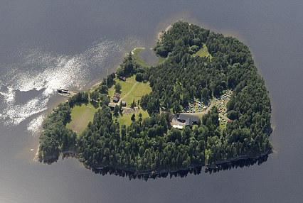 Красивый остров стал кладбищем почти 70 детей