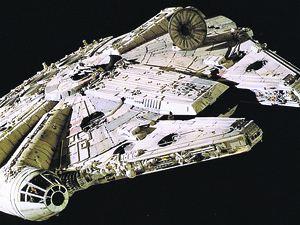 Фанаты «Звездных войн» тут же разглядели в нем очертания легендарного космического корабля «Тысячелетний сокол».