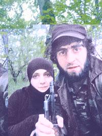 Неудавшаяся смертница со своим вторым мужем на лесной базе боевиков