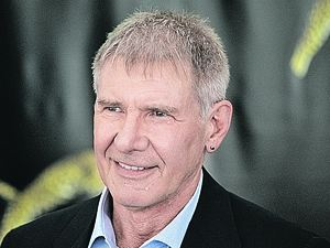 В свои 69 Харрисон носит в ухе серьгу и выглядит очень прикольно.