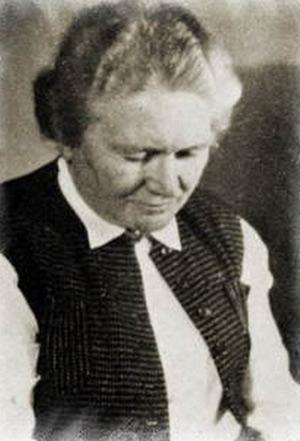 Англичане полагали, что с помощью гормонов Гитлер станет более мягким, домашним, похожим на свою младшую сестру-секретаршу Полу