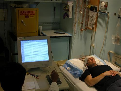 По одной из гипотез, на ЭЭГ умершего отображается момент выхода души из тела