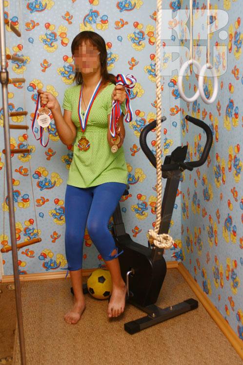 Сейчас Юля - паралимпийская чемпионка России по плаванию!