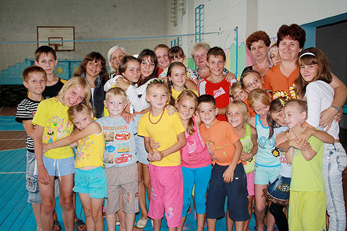 11 женщин из села Прокудино забрали себе в семьи 26 малышей - целый класс!