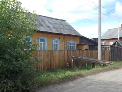 Дом мамы Василия, первое время он жил с ней вместе.