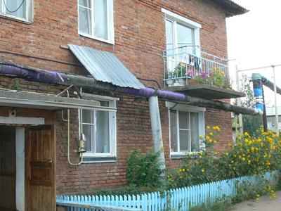 Балкон Ларисы, под ним часто стоял влюбленный Василий.