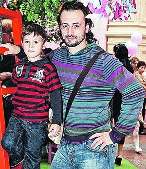 Авербух с Лобачевой решили, что школа для их сына должна быть достойной, даже если она неблизко.