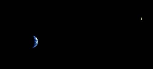 Этот снимок с расстояния 8 миллионов километров сделан в 2003 году с европейского зонда Mars Express