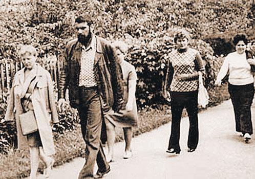 Довлатов-экскурсовод в 1977 г. Туристы шли к нему охотно