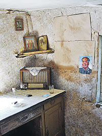 Иконы и Мао Цзэдун - хозяин дома в Березине парадоксов не боялся