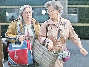 В фильме «Родня» героини Мордюковой и Крючковой, мать и дочь, одинаково несчастны в личной жизни, а что ждет их дочь и внучку, зависит от них самих
