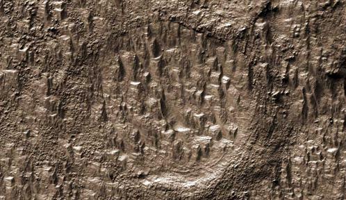 Уступы и ступени каменоломни крупнее