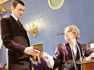 Кадр из фильма: Юсупов (Янковский) беседует с матерью (Ирина Алферова)