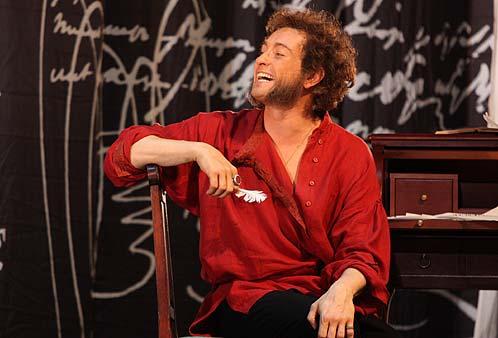 В Волжском актер показал четырехчасовой спектакль о жизни Пушкина.