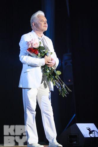Первый продюсер Моисеева Евгений Фридлянд считает, что нынешнее окружение певца зарабатывает на нем деньги