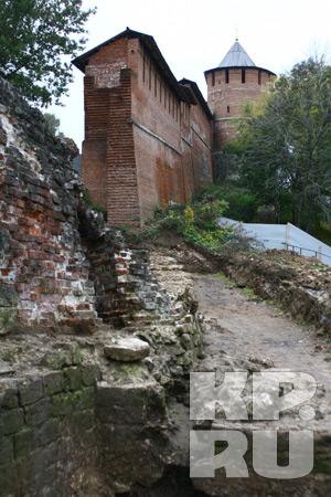 Стены Зачатьевской башни были полностью разрушены еще четыре столетия назад из-за оползней.